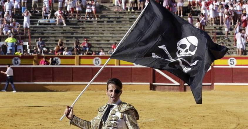 Matador mit Totenkopf Flagge
