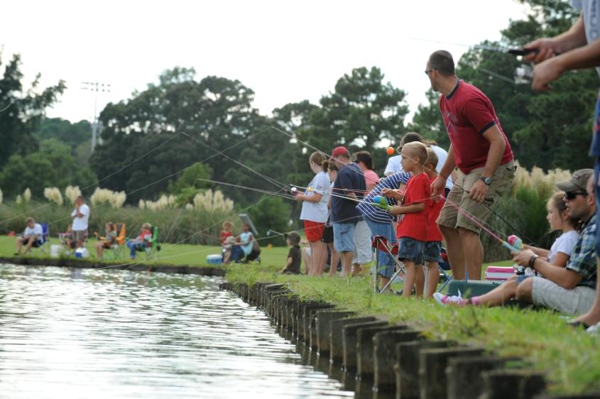 Kinder, die angeln.PG