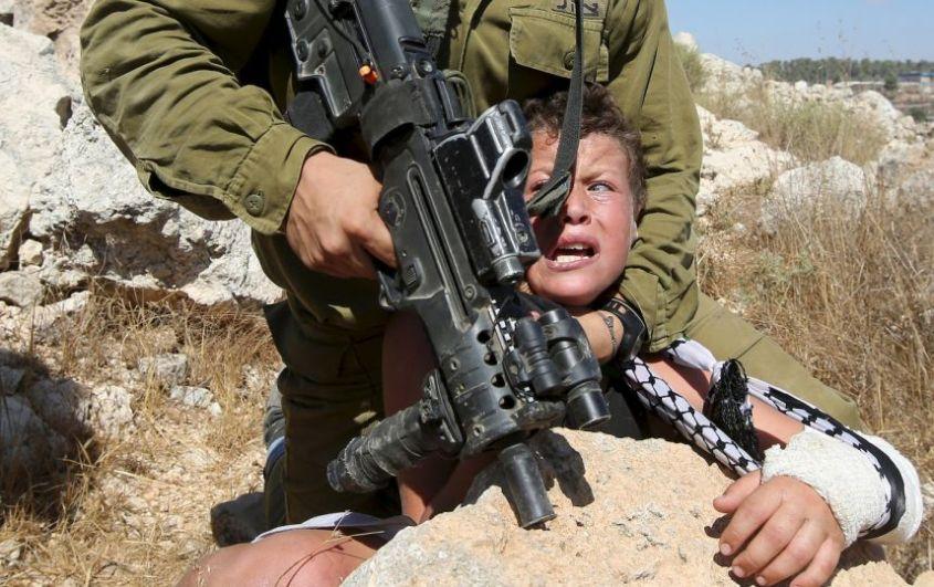 Soldat mit Kind