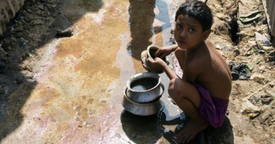 pakistani_kid_dirty_water