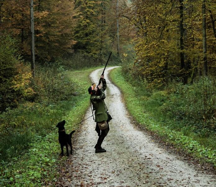 Jäger mit Hund der schiesstjpeg
