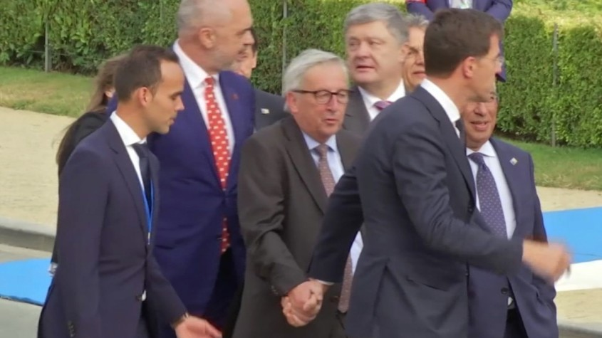 Juncker betrunken mit Bodygards