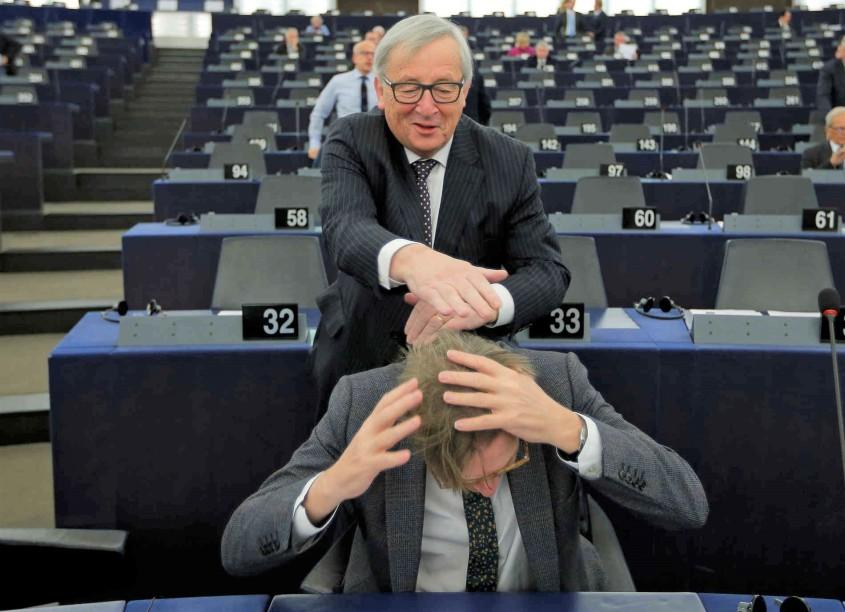Juncker wuschelt_2