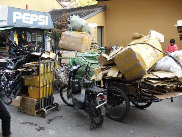 China. Mülljpg