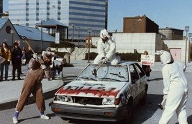 1Aktion-General-Motors-Crash-Test-mit-lebenden-Tieren-01-c-PETA-USA