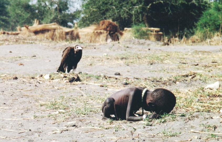 -kevin-carter--child-vulture-87